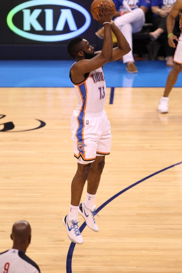 sneaker watch thunderous rally gives okc edge in game 1