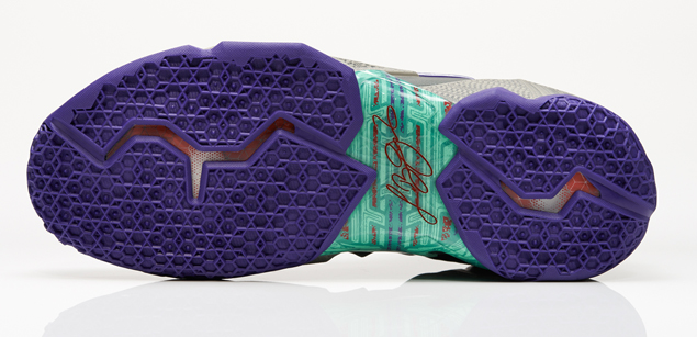 Nike LeBron XI Terracotta Warrior outsole