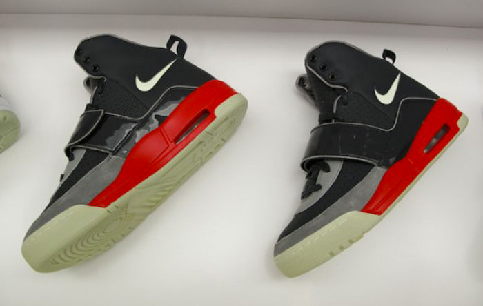 Kanye West Nike Air Yeezy Black/Fire Red Sample