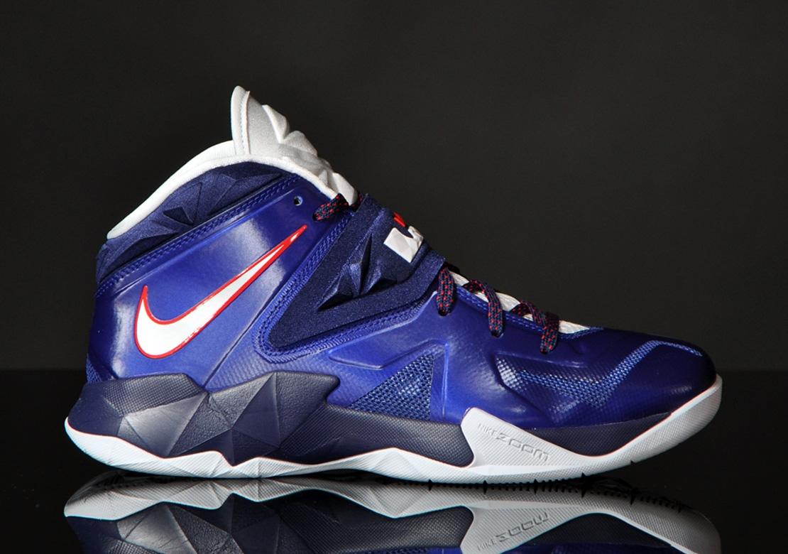 7e5b3921a01 Nike Zoom Soldier VII - Deep Royal blue   Pure Platinum