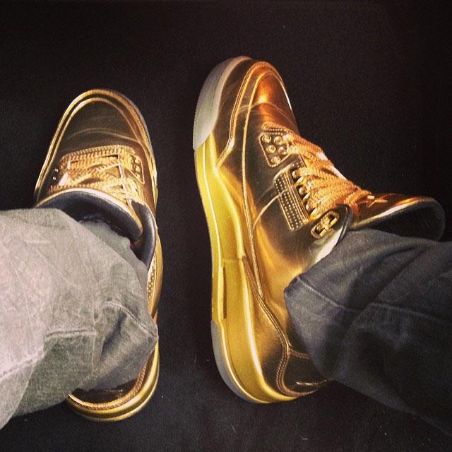 4b34b754e84c Usher Wears Metallic Gold Air Jordan 3