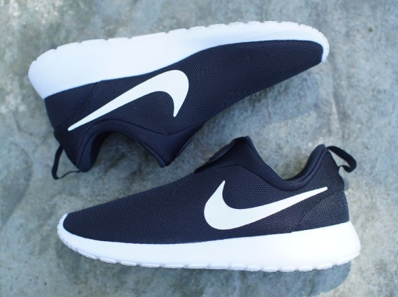 roshe nikes black and white