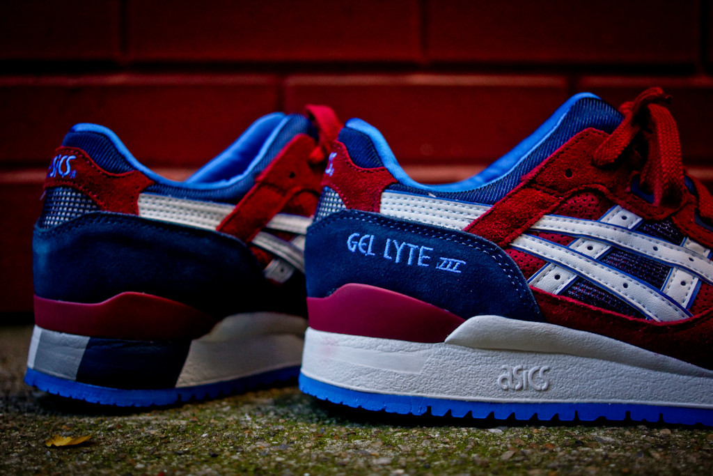ASICS Gel Lyte III in Maroon and Blue detail