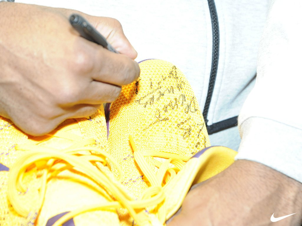 Kobe Gives LeBron Signed Sneakers (2)