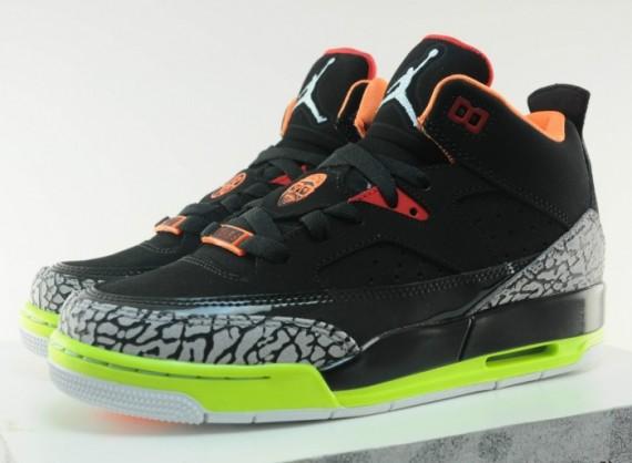 outlet store 5f219 9a335 Jordan Son of Mars Low GS - Black Volt-Orange