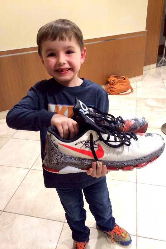 Kevin Durant Gave His Christmas Sneakers to a Young Fan Who Beat Cancer