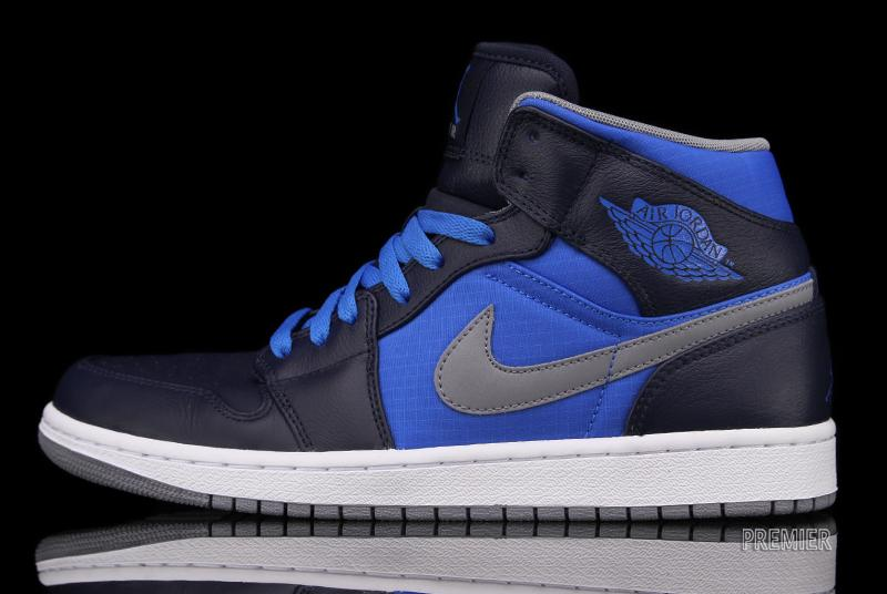 huge selection of b530b 338f0 Air Jordan 1 Phat - Obsidian / Stealth / Photo Blue | Sole Collector