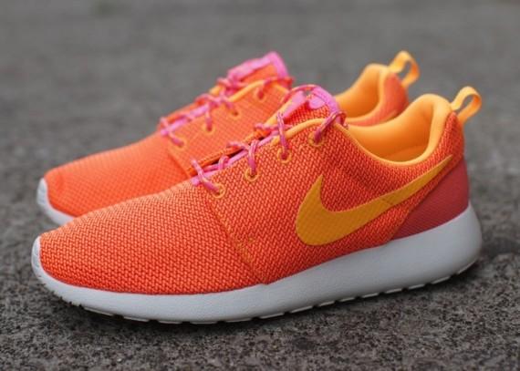 Nike Roshe Colliers Lumineux Rose Mangue Atomique