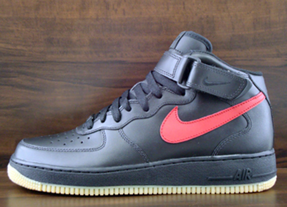 Nike Mid Air Force 1 '07 Mid Nike Negro  Varsity Rojo Gum Sole Collector 645e60