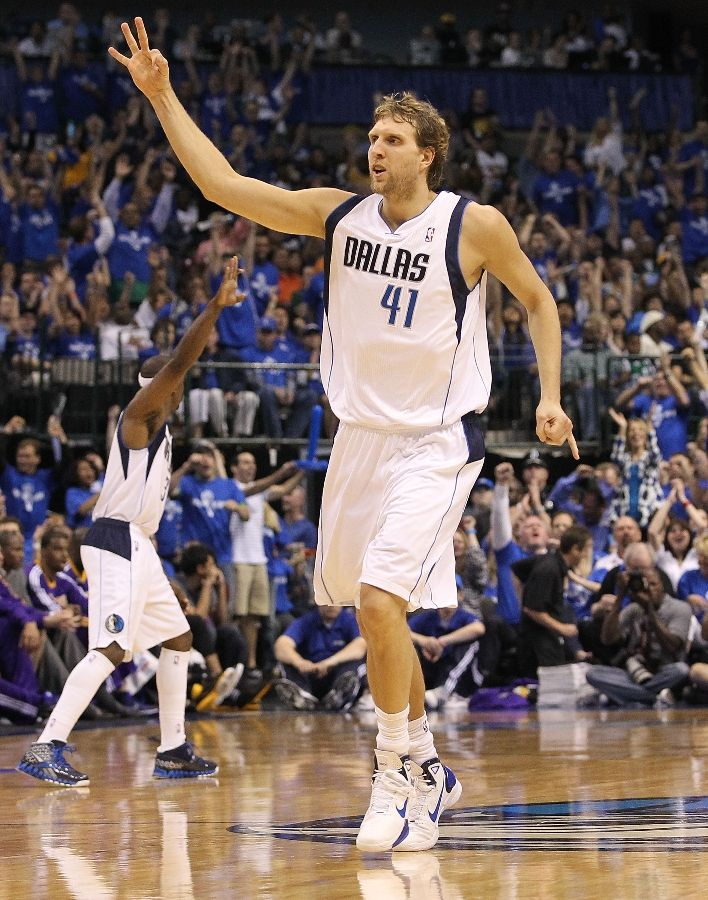 Dirk Nowitzki wearing the Nike Hyperdunk 2010