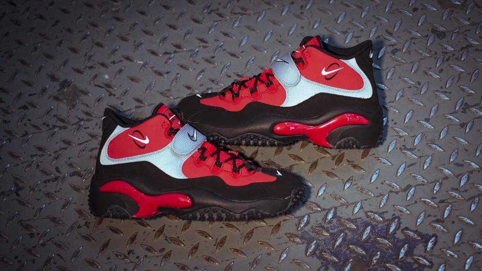 Nike Zoom Turf 'Black/Red' - Now