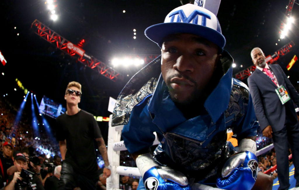 Floyd Mayweather Moves To 45-0 With Decision Over Canelo Alvarez (13)