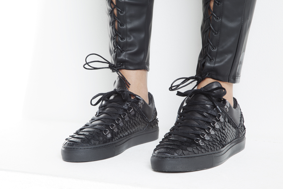 Filling Pieces Amsterdam Black Friday Pack Mountain Cut on foot