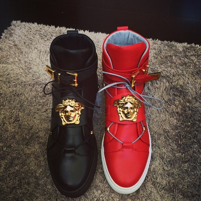 Demaryius Thomas Picks Up Versace Medusa Sneakers