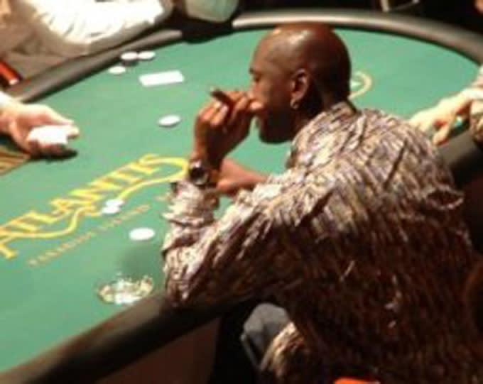 Mj sur la table de billard avec 4 hommes - 2 4