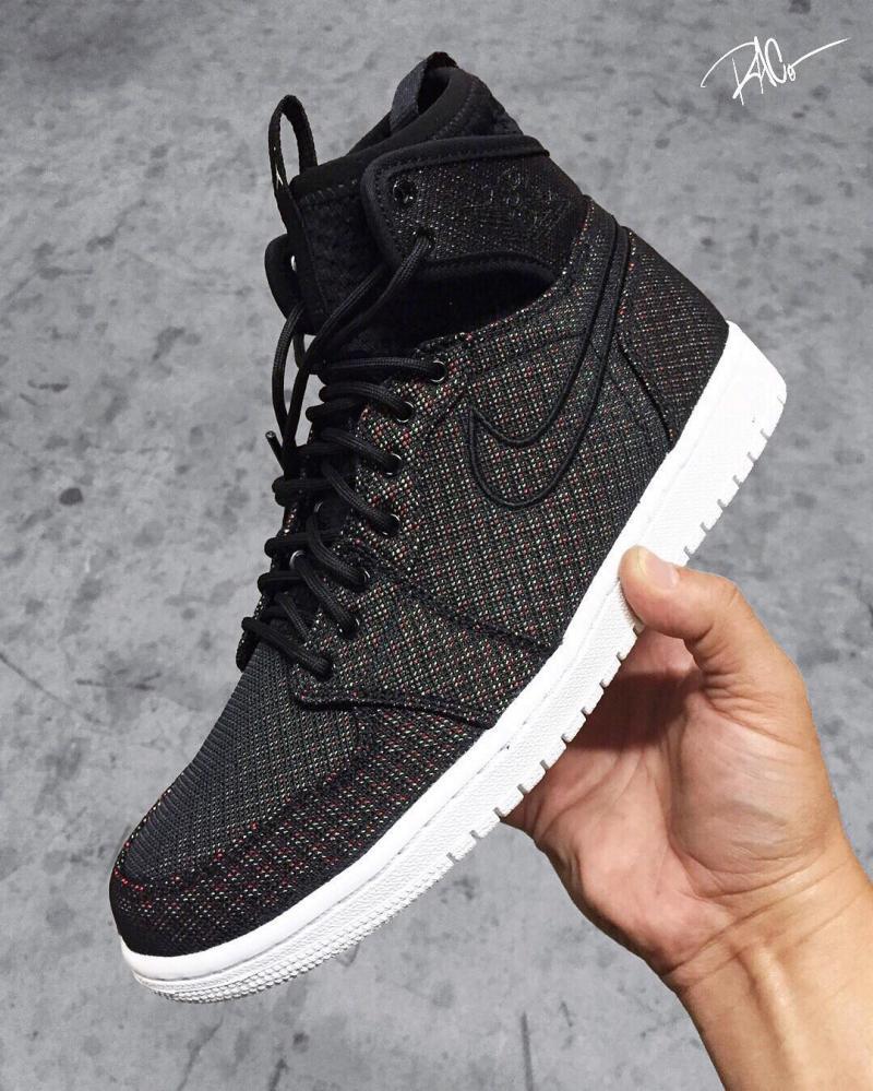 805d6fb3573 Air Jordan 1 Ultra High Black (1)