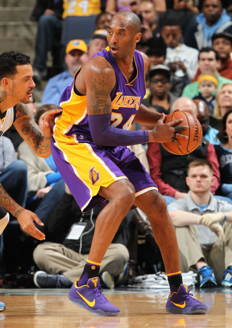 bb1f8e4ed9486 Kobe Bryant Wears Purple/Yellow Nike Kobe 11 PE for Last Game in ...
