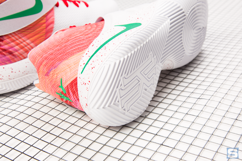 official photos bced1 3a64c Anyone who s not able to make it out to the Ky-rispy Kreme truck can order  a custom pair through NIKEiD here (sans the special box).