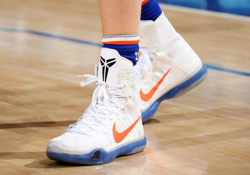 1e52a014ca387e Kristaps Porzingis Nike Kobe 10 Knicks PE (2)