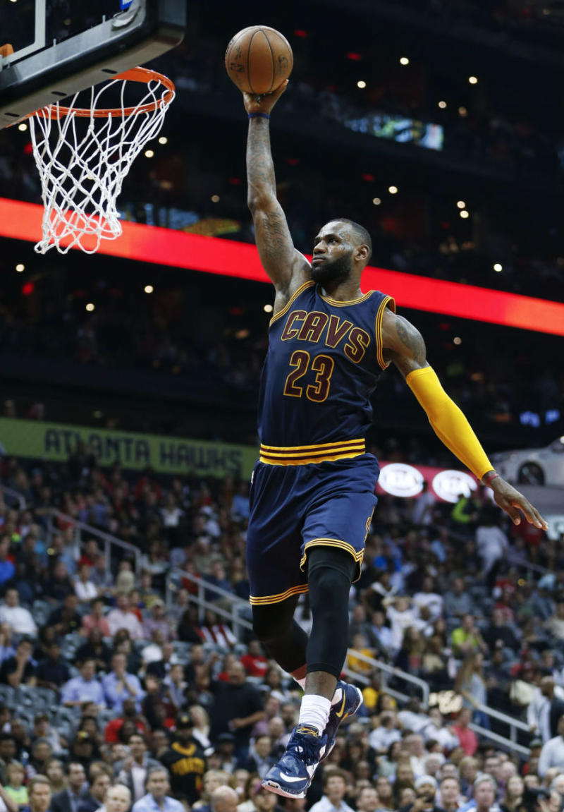 LeBron James Wears a Navy/White-Yellow Nike LeBron 13 PE (2)