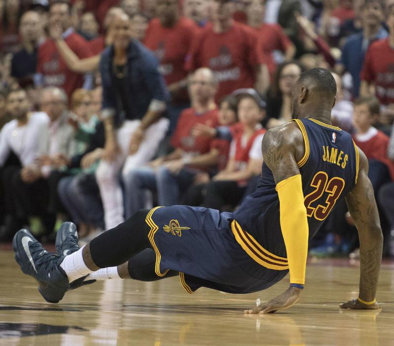 LeBron James Wearing an Anthracite Nike LEBron 13 Elite PE (4) df04a9689c1d