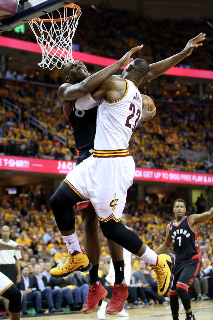 promo code 75820 3ed93 LeBron James Wearing a Yellow Black-Red Nike LeBron 13 Elite PE (2