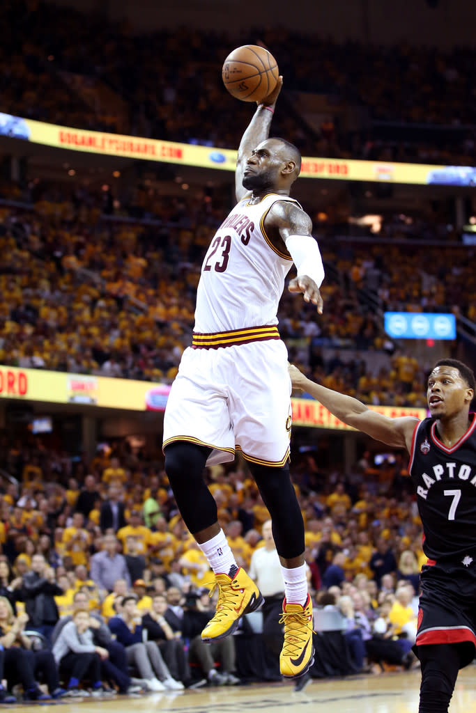 the best attitude 59deb 46e30 LeBron James Wearing a Yellow Black-Red Nike LeBron 13 Elite PE (4