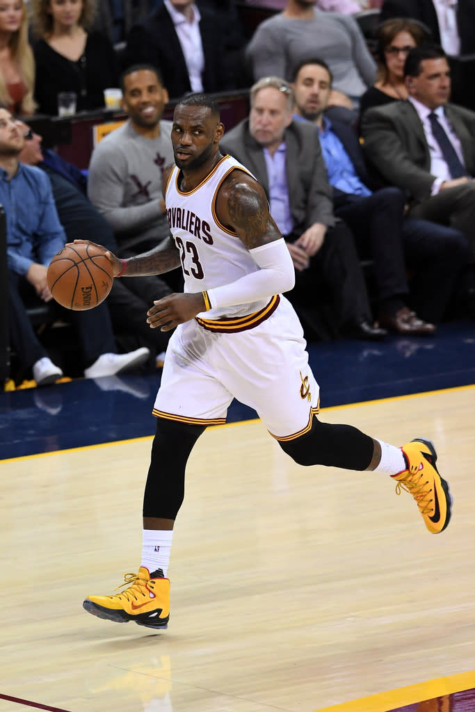 san francisco cc9d8 1777f LeBron James Wearing a Yellow Black-Red Nike LeBron 13 Elite PE (5