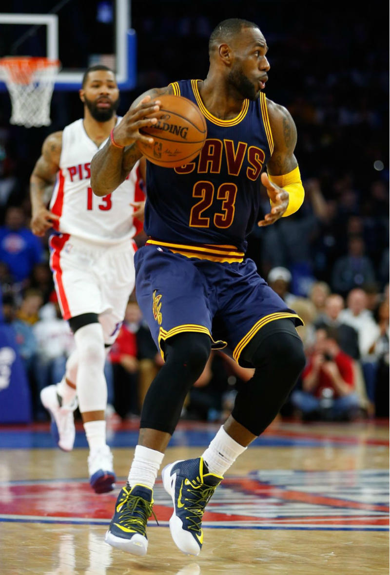cc8289ce7f39d LeBron James Wearing a Navy Yellow-White Nike LeBron 13 Elite PE (2