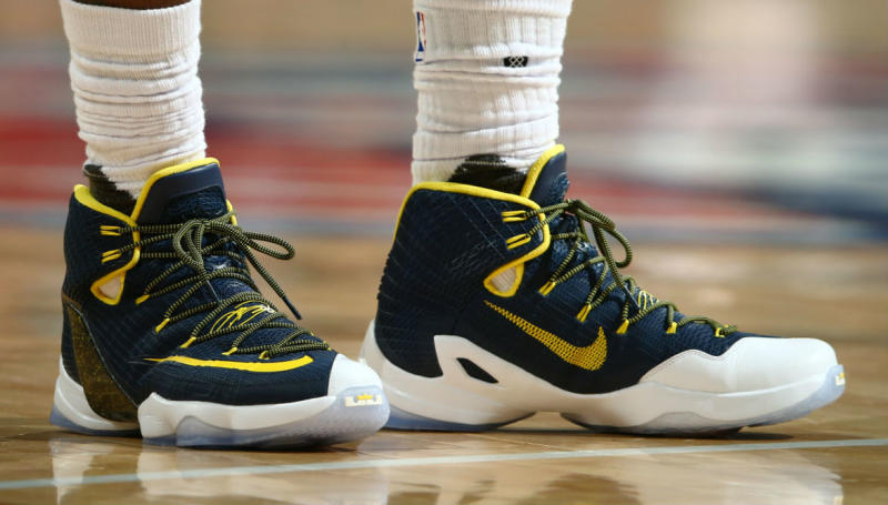 more photos f6854 c0e38 LeBron James Wearing a Navy Yellow-White Nike LeBron 13 Elite PE (3