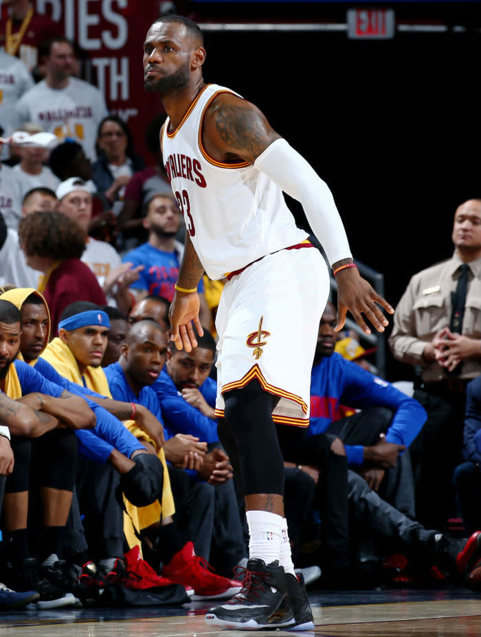 LeBron James Posterizes the Pistons in the Nike LeBron 13 Elite (4)