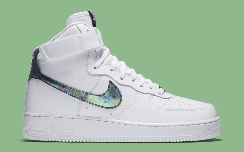 the latest 5b7ed 1c7b9 Iridescent Accents for Nike s Latest Air Force 1