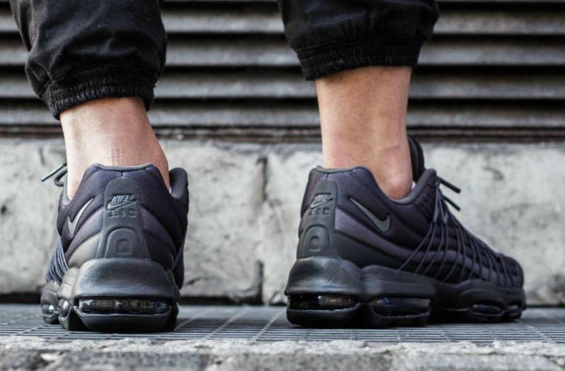 Billig Nike Air Max 95 Ultra SE Premium Triple Black Trainers