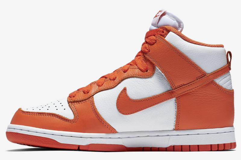 hot sale online 63282 3b31e Nikes Bringing Back More Classic Dunks.
