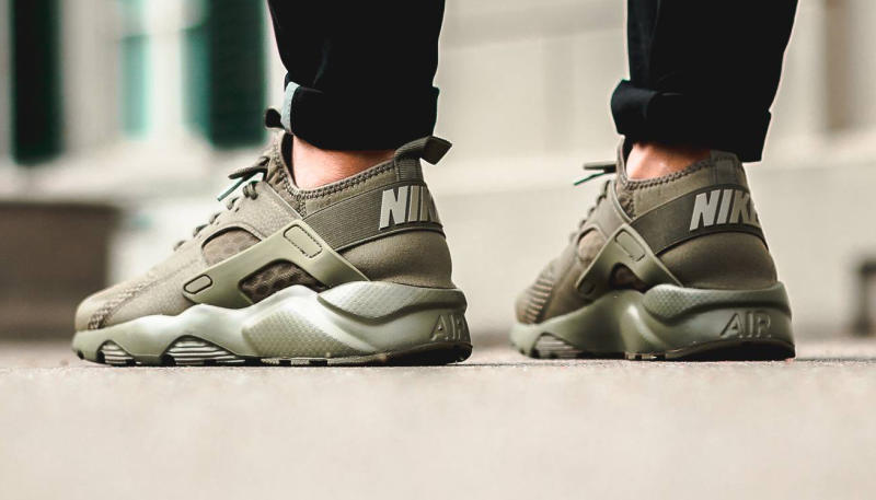 nike air huarache olive green