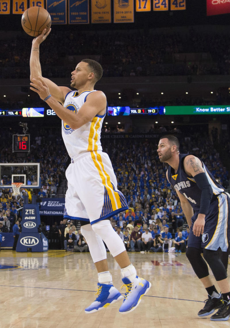 Stephen Curry Scores 46 Points Against the Memphis Grizzlies in the