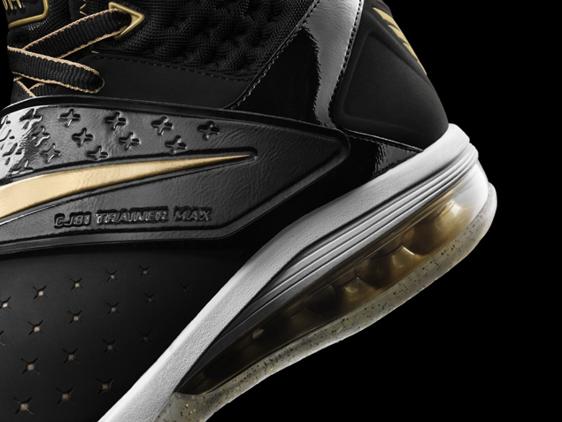 Nike Calvin Johnson CJ81 Trainer Max Motor City in metallic gold