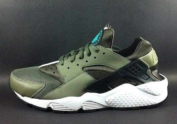 nike air huarache le olive black sole collector. Black Bedroom Furniture Sets. Home Design Ideas