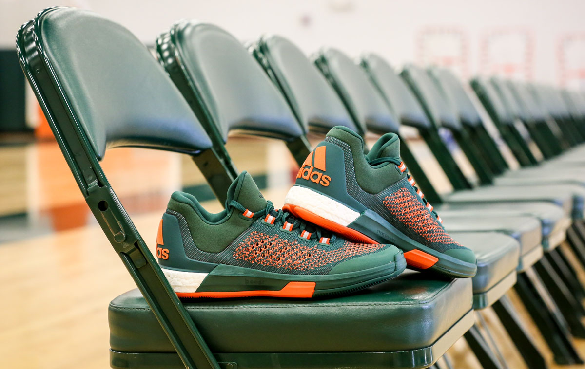 official photos c2d5e 18c4d Miami Hurricanes adidas Crazylight Boost 2015 (2)