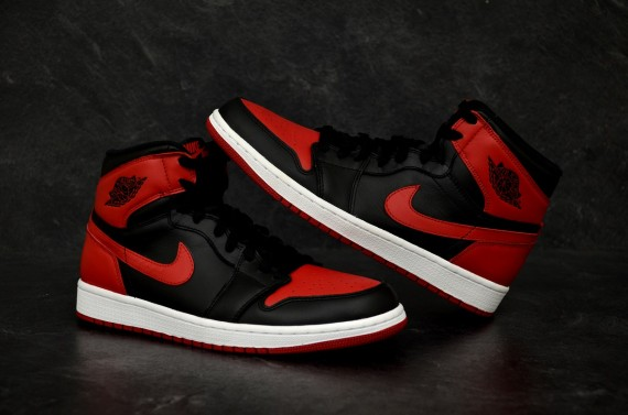 air jordan 1 black with red swoosh