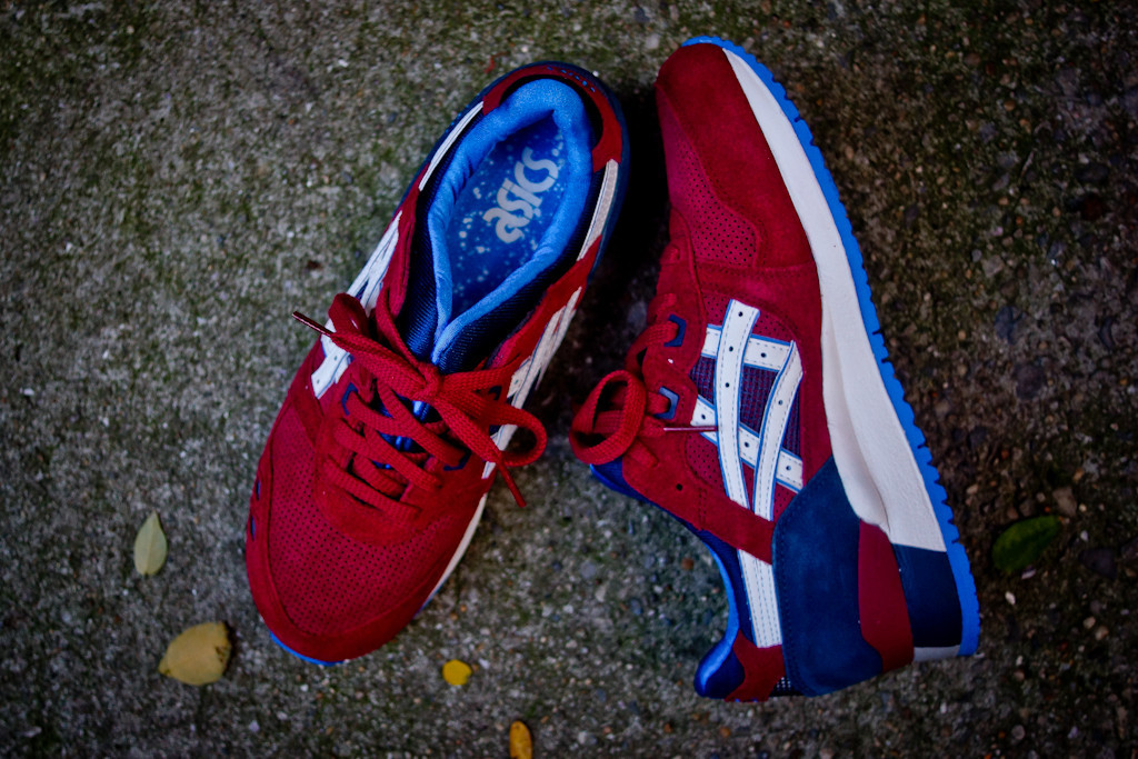 ASICS Gel Lyte III in Maroon and Blue medial and sockliner