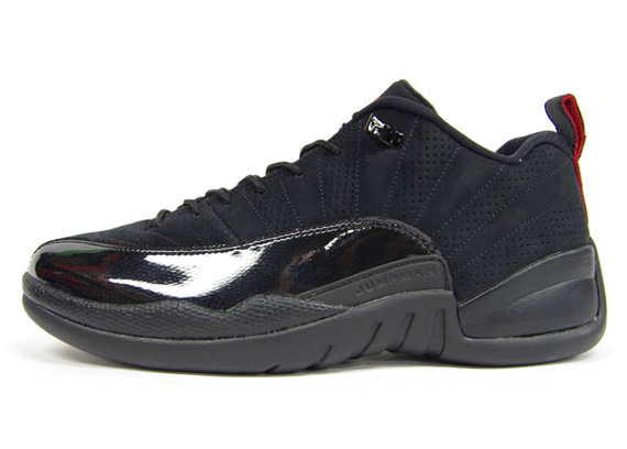 all black jordan retro 12
