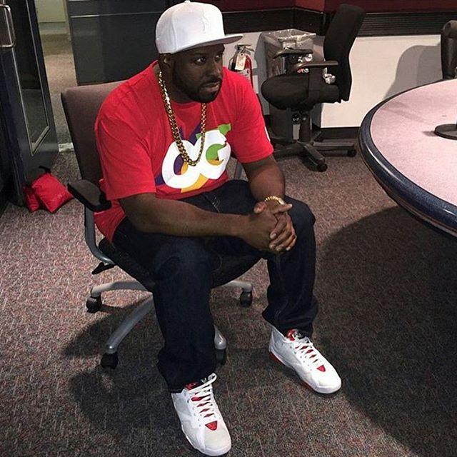 DJ Funk Flex wearing the 'Hare' Air Jordan 7