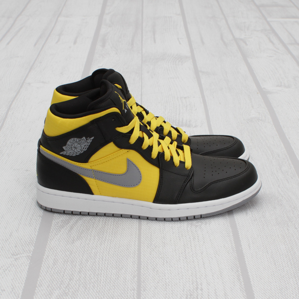 Air Jordan 1 Phat - Black/Stealth-Sport Yellow | Sole ...