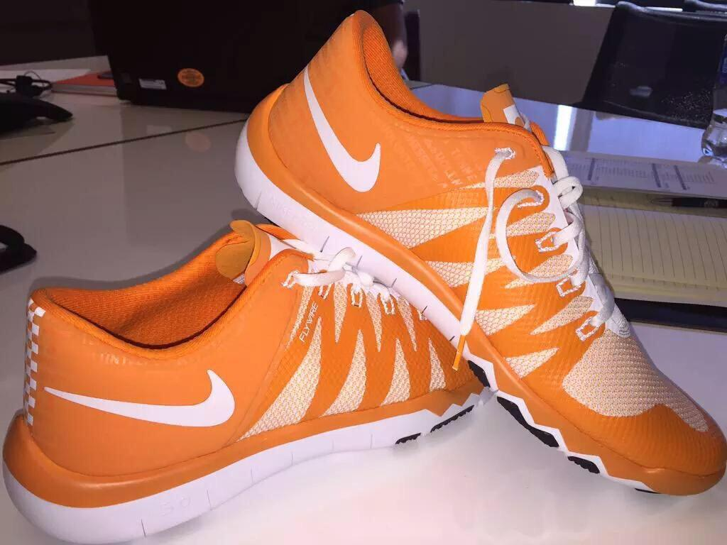 official photos f3abe c6b47 Nike Free Trainer 5.0 V6 Tennessee Volunteers PE (1)