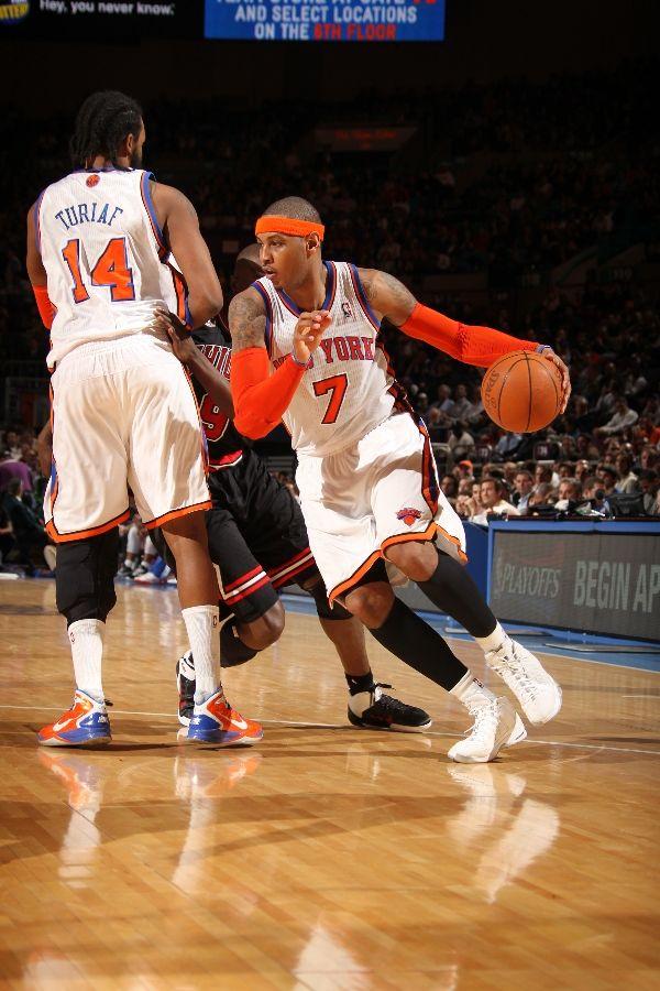 Carmelo Anthony wearing the Jordan Melo M7; Rony Turiaf wearing the Nike Hyperdunk 2010