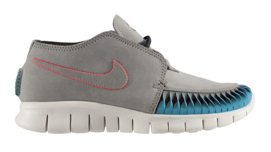 Nike N7 WMNS Free Forward Moc 2 in Stealth Atomic Red and Dark Turquoise