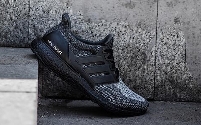 Triple negro Adidas ultra Boost gradiente Sole Collector