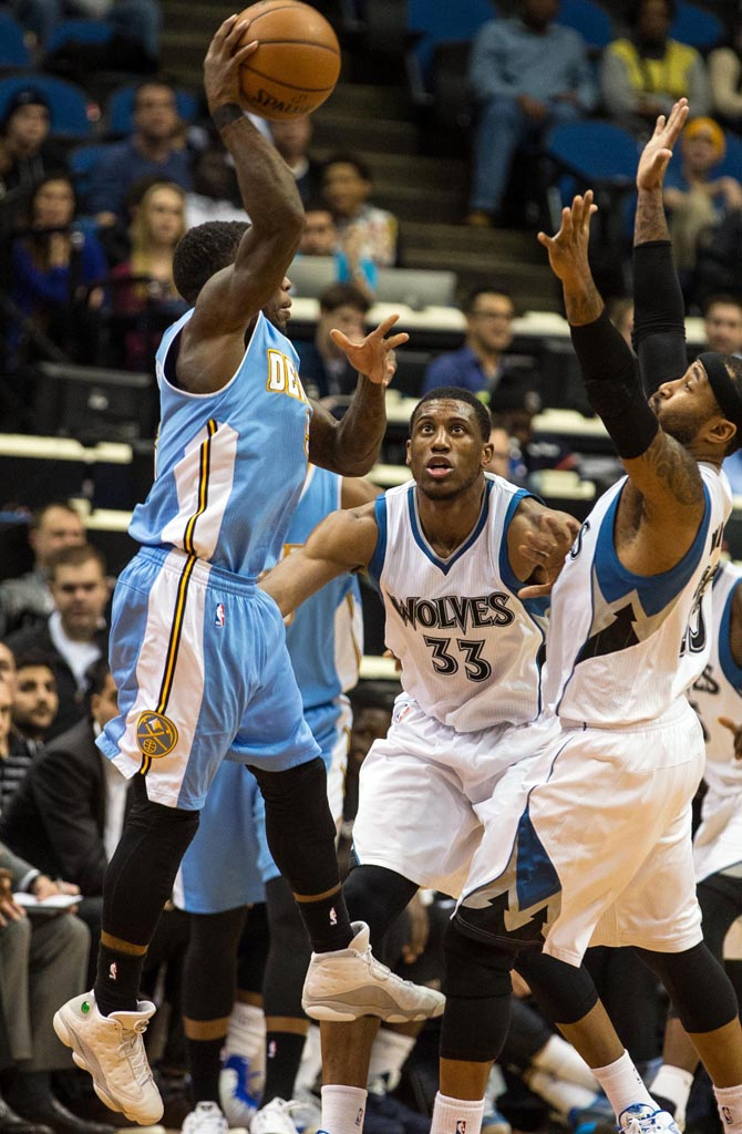 Nate Robinson wearing Air Jordan XIII 13 White/Neutral Grey-University Blue (1)