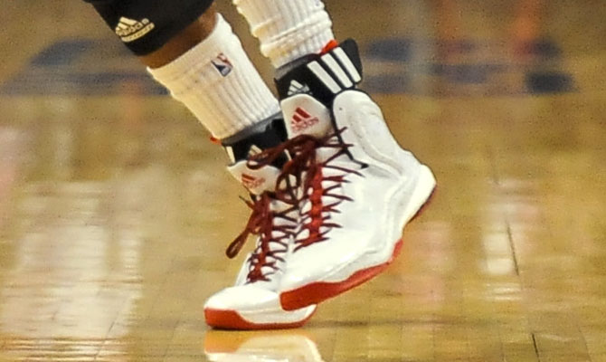 Derrick Rose wearing adidas D Rose 5 Boost Home (7)
